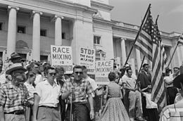 racism-whites-protest-intergration-1959