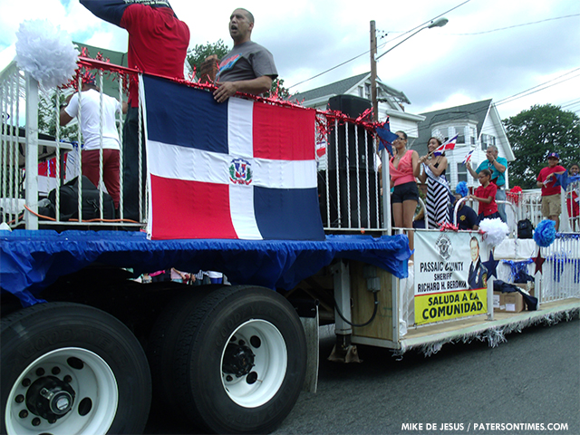 2013-dominican-day-parade-4