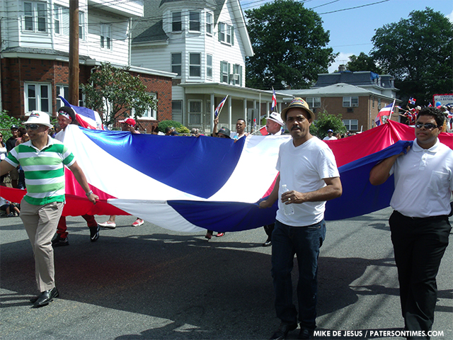 2013-dominican-day-parade-5