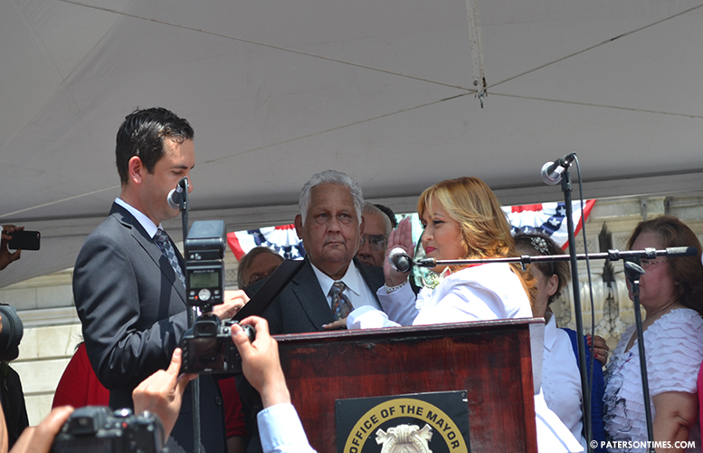 Maritza-davila-sworn-in-by-steven-fulop