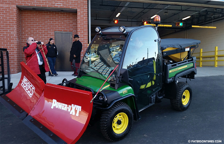 downtown-sid-john-deere-snow-plow-spreader
