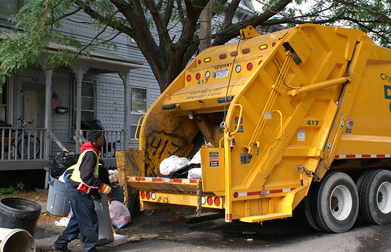 garbage-truck-collecting