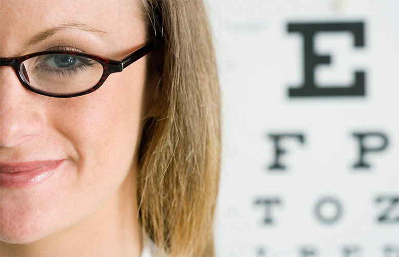 woman-glasses-eyechart
