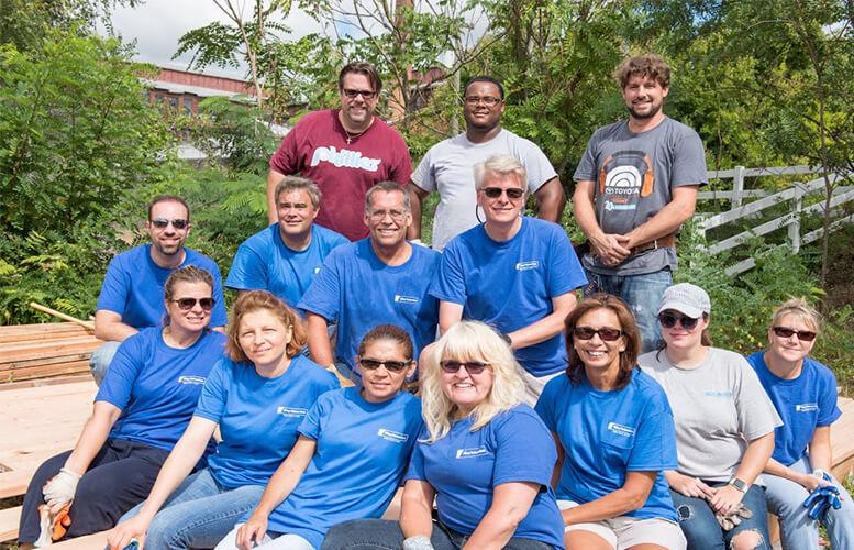 volunteers-at-elysian-garden