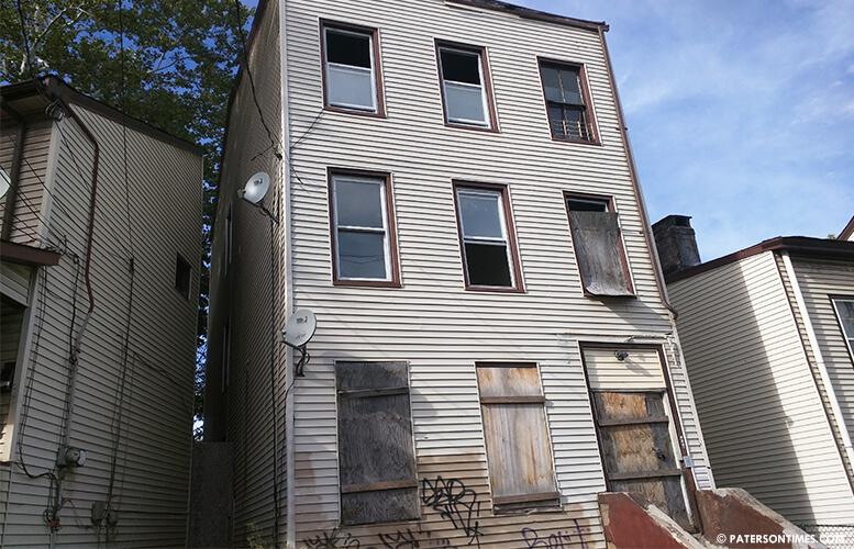 abandoned-home-ryle-avenue