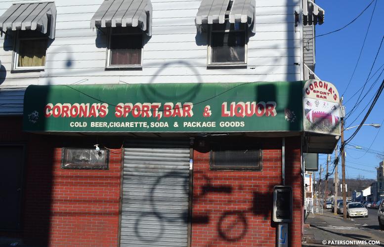 coronas-bar-and-liquor