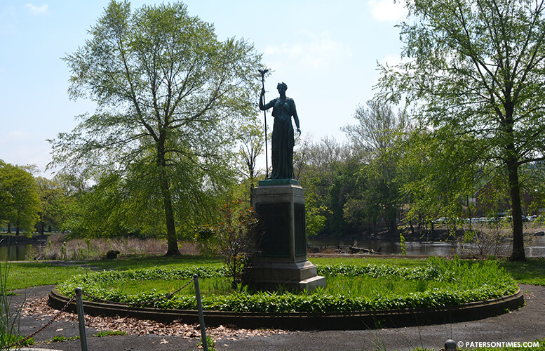statue-westside-park