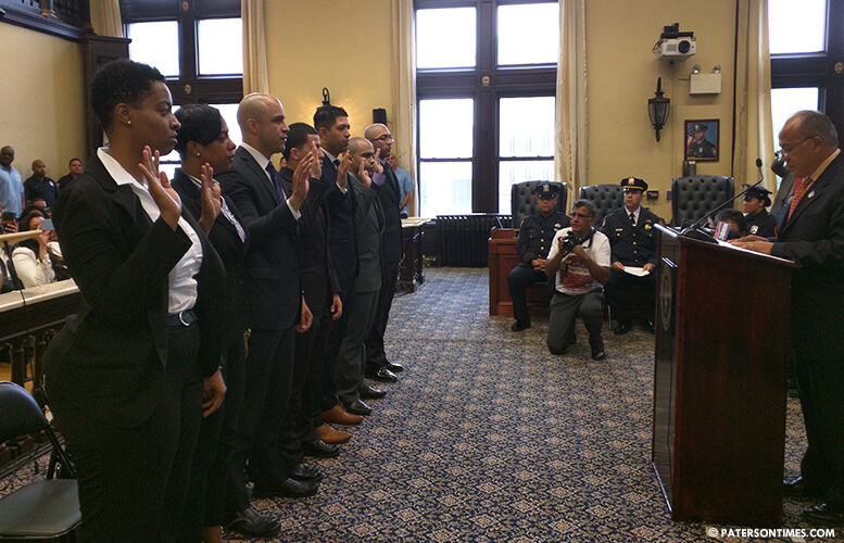 new-police-officers-chief-swearing-in
