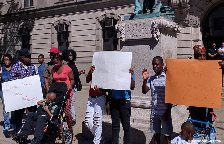city-hall-anti-torres-protest