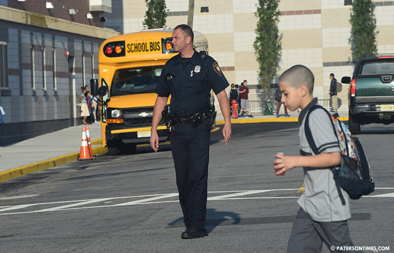 police-officer-crossing-children-to-school
