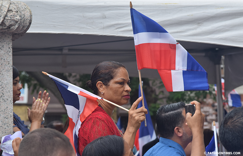 dominican-republic-flag-raising-paterson