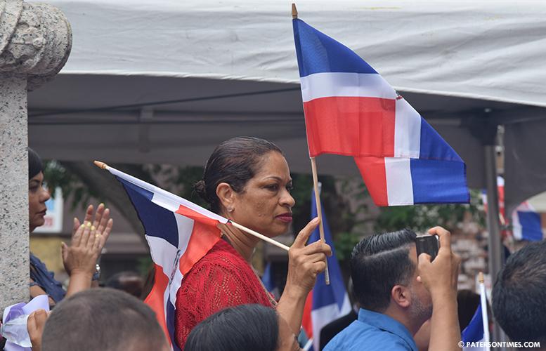 dominican-republic-flag-raising-paterson