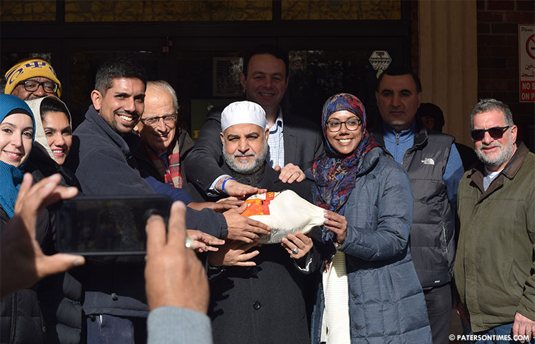 turkey-giveaway-at-islamic-center