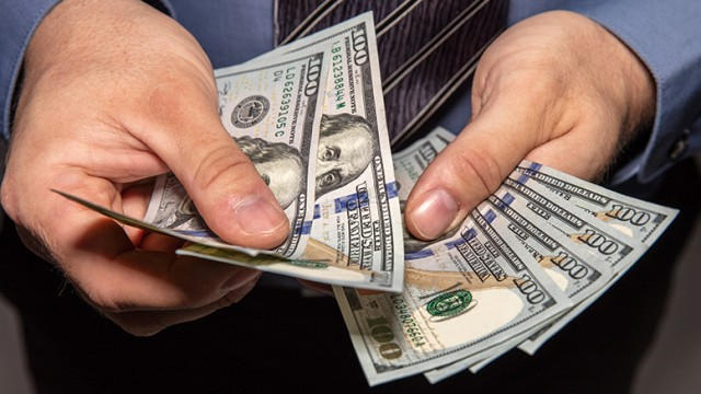 100-dollar-bills